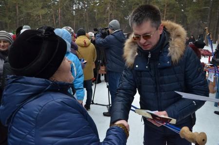 Вручение скандинавских палочек (Кемерово. январь 2016г)