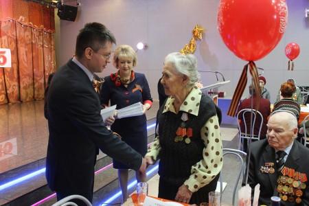 Поздравление ветеранов Великой Отечественной войны с Днем Победы (май 2016 г)