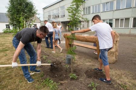с. Елыкаево, Кемеровский район (30.06.2017г) Посадка деревьев